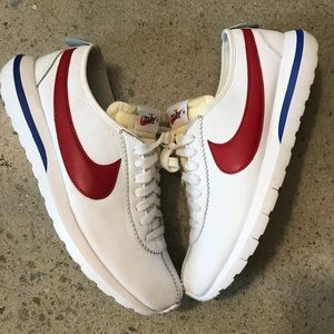 new concept 6944e bee8a Men Maroon Nike Roshe on Poshmark